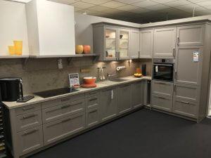 59 Linie 4 – 32533 Musterküche von M+W Küchen