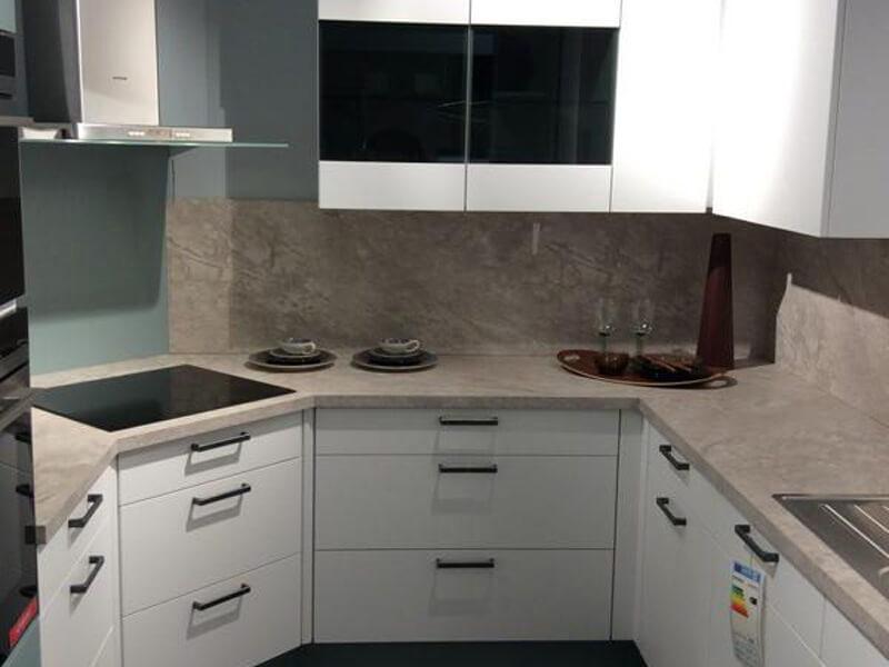 201060 Linie 3 – 32817 Musterküche von M+W Küchen