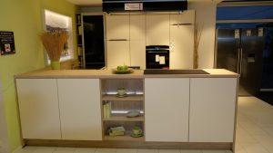 201204 Linie 3 – 31084 Musterküche von M+W Küchen